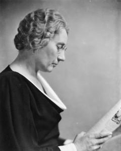 Agnes Campbell Macphail fut la première femme élue à la Chambre des Communes en 1921 Photo : Yousuf Karsh (1934), Bibliothèque et Archives Canada