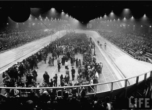 Détention massive de juifs au Vélodrome d'hiver de Paris (1942) Source : LIFE