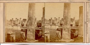 «La basilique de Pompéi» Carte stéréoscopique d'Alphonse Bernoud (ante 1889). Il s'agit en fait d'une vue du temple d'Apollon.