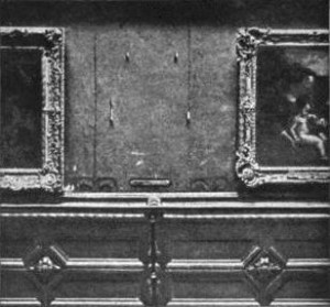 Espace laissé vacant par la disparition de Mona Lisa dans le Salon carré du Louvres. (Photographe inconnu 1911)
