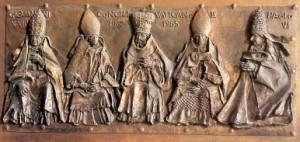Bas-relief représentant le Concile Vatican II sur La Porte du Bien et du Mal de la basilique Saint-Pierre à Rome Sculpteur : Luciano Minguzzi (1977)