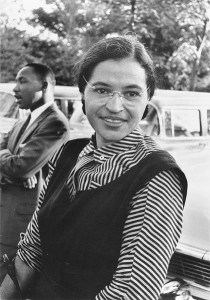 Rosa Parks et le pasteur Martin Luther King. Photo anonyme (1955) Source : USIA