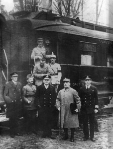 Le maréchal Foch et les amiraux Hope et Wemyss après la signature de l'Armistice Photo anonyme (1918)