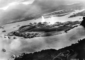 Vue aérienne de l'attaque de Pearl Harbour Source : U.S. Naval Historical Center Photograph