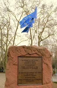Plaque commémorant les victimes des camps de la mort au siège du Conseil d'Europe à Strasbourg Photo : Claude Truong-Ngoc (2013)