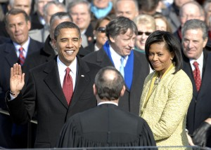 Barack Obama prêtant le sement d'office Photo : Cecilio Ricardo