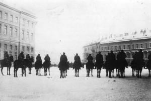 La cavalerie vérouille Saint-Pétersboourg Photo anonyme (1905) Source : Bundesarchiv, Bild 183-S01260 / CC-BY-SA