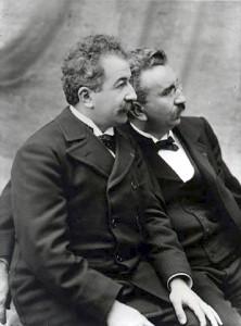 Auguste et Louis Lumière en 1895 Source : Institut Lumière