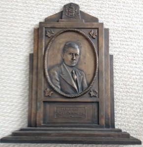 Buste en bronze d'Oscar Drouin réalisé par Les Arts canadiens en 1936 Photo : NelsonWeb (2014)