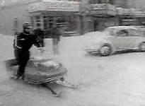 Une motoneige dans les rues de Montréal Photo anonyme (1971) Source : TVA Interactif Inc