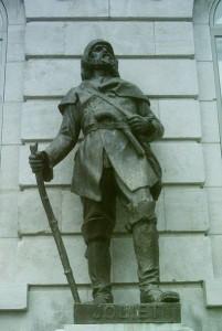 Joliet (sic) Bronze de Marc-Aurèle de Foy Suzor-Coté livré en 1928 pour orner une niche de la façade de l'Hôtel du Parlement Photo : Jean Gagnon (2009)