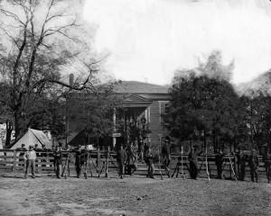 Soldats de l'Union au palais de justice d'Appotomax Photo : Timothy H. O'Sullivan (1865)