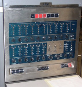 Panneau frontal du IBM 650 Photo : Mike Cowlishaw
