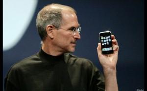 Steve Job présente le nouveau iPhone en 2007 (Source : The Financial Times Ltd)