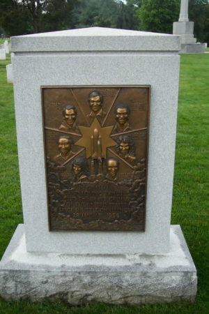 shuttle-challenger-monument-01-062703