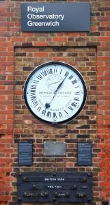 644px-Greenwich_clock