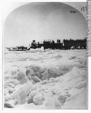 Chemin de fer sur le fleuve Saint-Laurent gelé